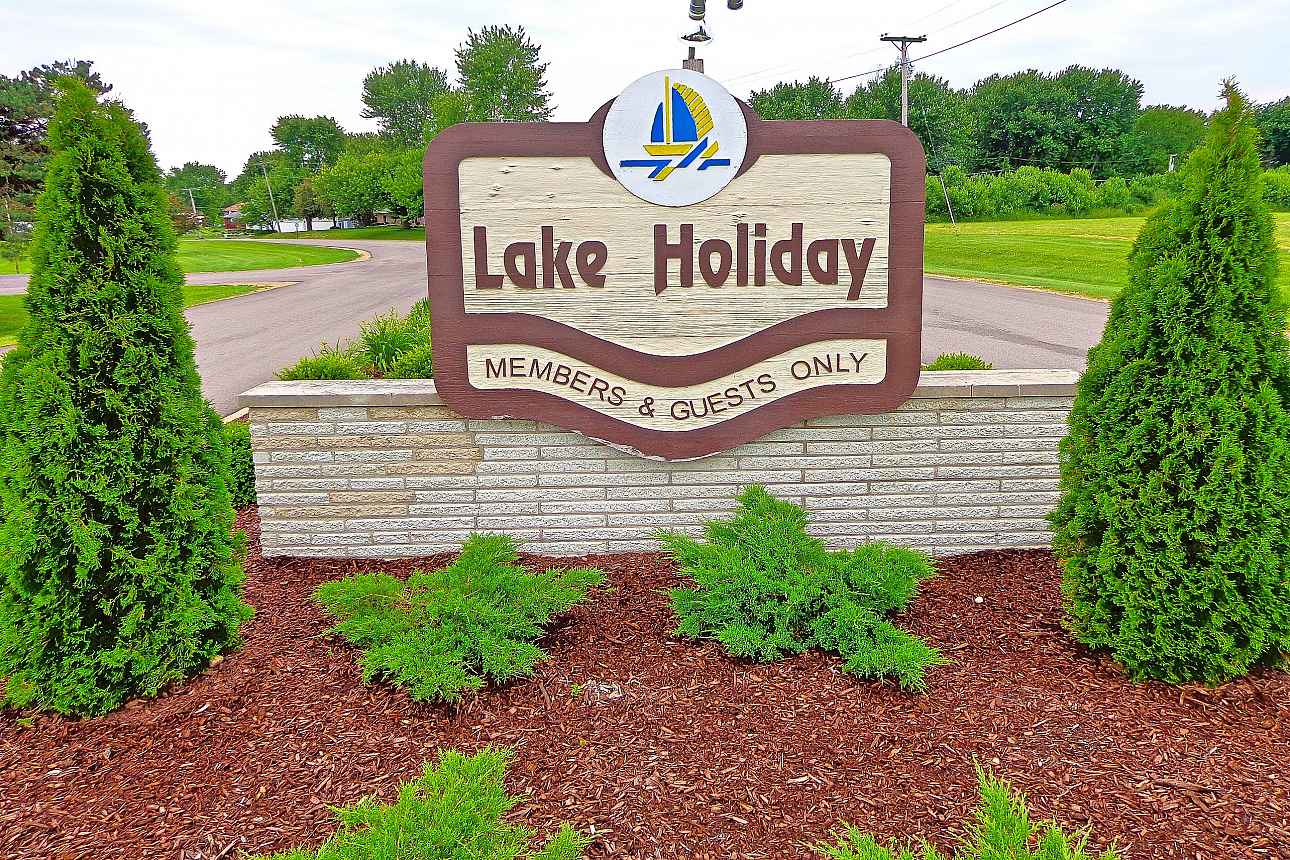lake_holiday_in_sandwich_il_3.jpg