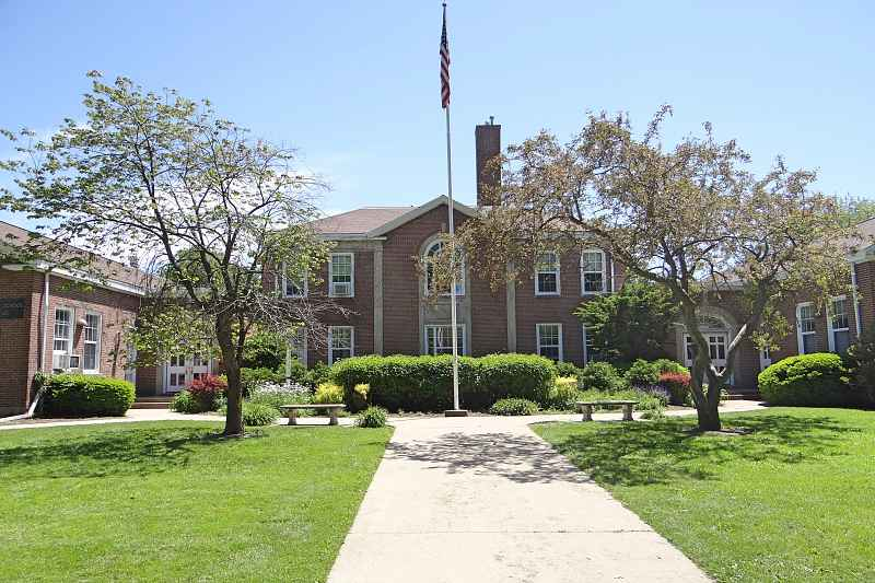 Photos of Lincolnwood Elementary School