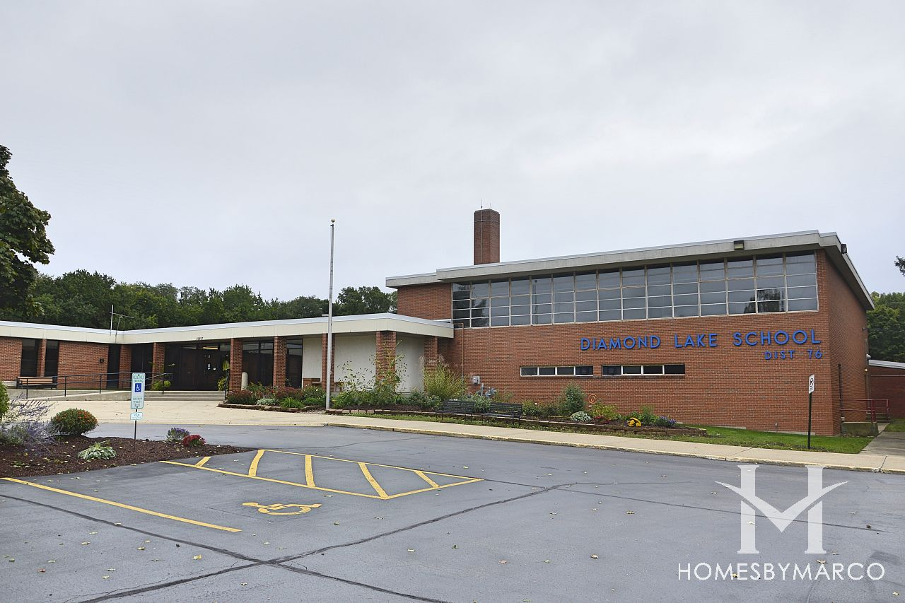 Diamond Lake Elementary School In Mundelein Il Homes For Sale Homes By Marco