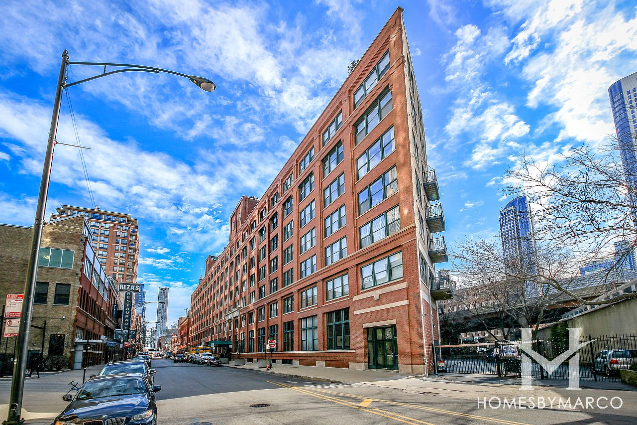 River Bank Lofts River North In Chicago Illinois At 550